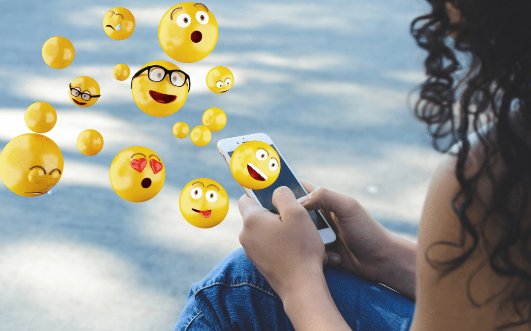 Add an emoji to your social posts with a simple ✂ and paste 🖌